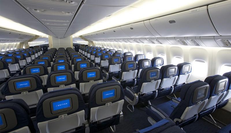 چگونه پرواز طولانی و خسته کننده را تحمل کنیم و در هواپیما سرگرم شویم؟