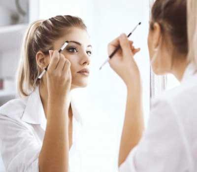 آموزش چند ترفند آرایشی برای خانم های تنبل که وقت آرایش هم ندارند