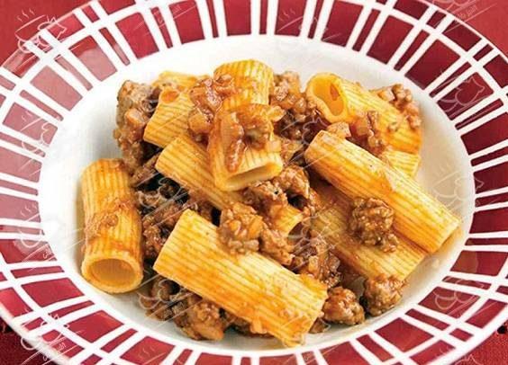 طرز تهیه پاستا با سس گوشت تند