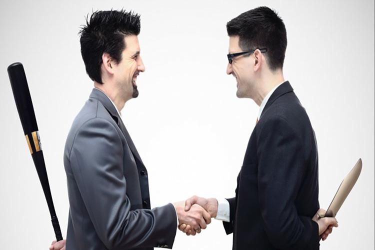با همکار آزار دهنده در محل کار چگونه برخورد کنیم؟