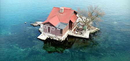 کوچک ترین جزیره مسکونی دنیا که فقط یک خانه دارد! +عکس