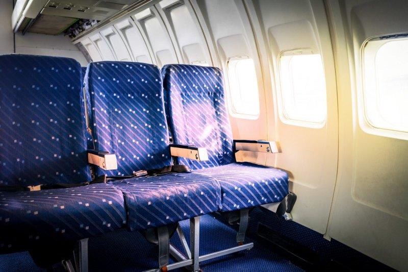 دلیل بالا رفتن پرده پنجره های هواپیما حین فرود چیست؟