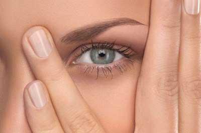 چند روش ساده برای از بین بردن حلقه های زیر چشم