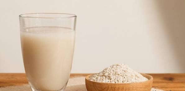 استفاده از لوسیون آب برنج برای از بین بردن چربی پوست