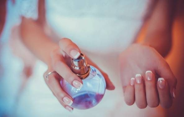 نحوه انتخاب بهترین عطر زنانه برای مهمانی های خاص