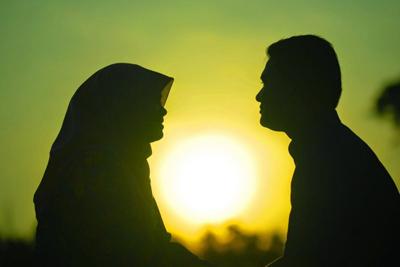 حکم شرعی ارضا کردن همسر در زمان پریودی بدون رابطه جنسی دخولی چیست؟