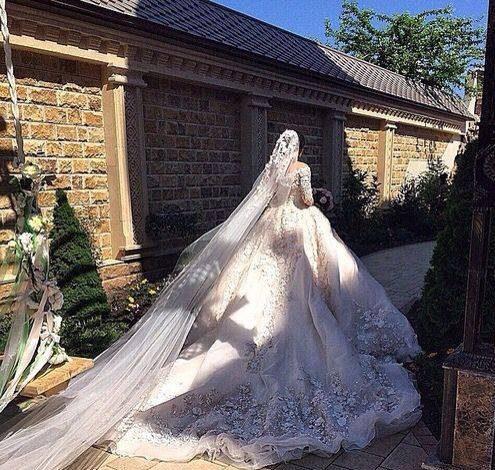 مدل لباس عروس 2018 دنباله دار گیپور و پرنسسی زیبا