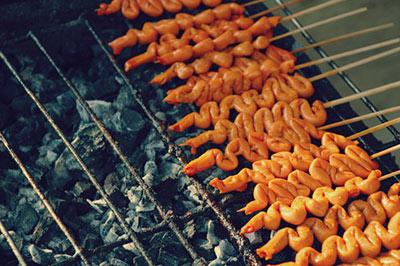 غذاهای عجیب و متعفن در سراسر دنیا که گردشگران را متعجب می کند! +عکس