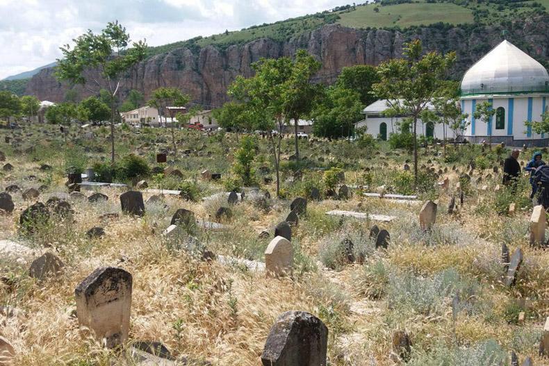 قبرستان سفید چاه