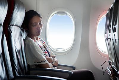 برای داشتن خواب راحت در هواپیما این کارها را بکنید