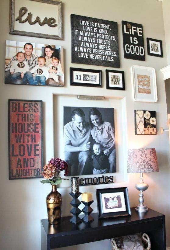 چیدن قاب عکس روی دیوار منزل