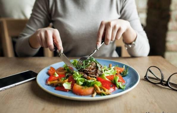 در این ساعت های روز اگر غذا بخورید خیلی زود لاغر می شوید