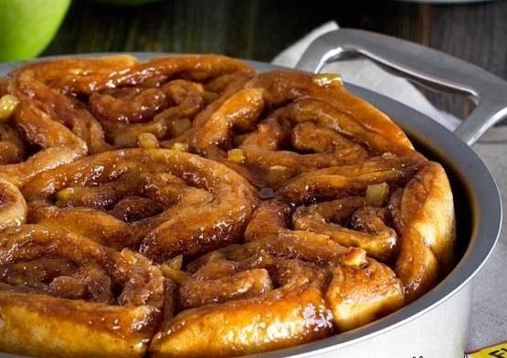 رول کاراملی پای سیب