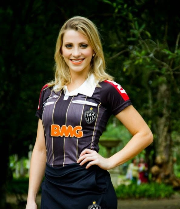 عکس های دختر برزیلی 25 ساله فرناندو که اولین کمک داور زن در جام جهانی است