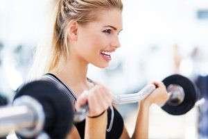 استفاده از ترکیبات گیاهی و ورزش کردن برای درمان شلی و افتادگی سینه