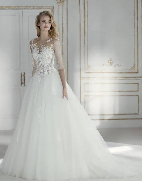 bRIDAL dRESS 17 e1531225308169 مدل لباس عروس ایرانی در انواع طرح های ویژه عروس خانم های زیبای ایرانی مدل لباس