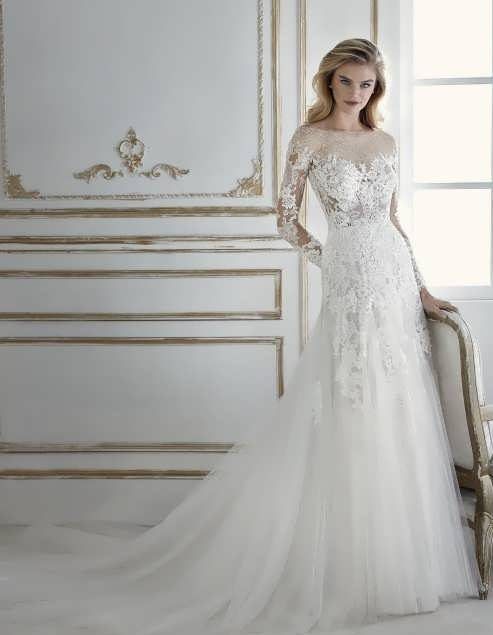 bRIDAL dRESS 19 e1531225346541 مدل لباس عروس ایرانی در انواع طرح های ویژه عروس خانم های زیبای ایرانی مدل لباس