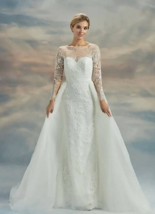 bRIDAL dRESS 6 e1531224977737 مدل لباس عروس ایرانی در انواع طرح های ویژه عروس خانم های زیبای ایرانی مدل لباس