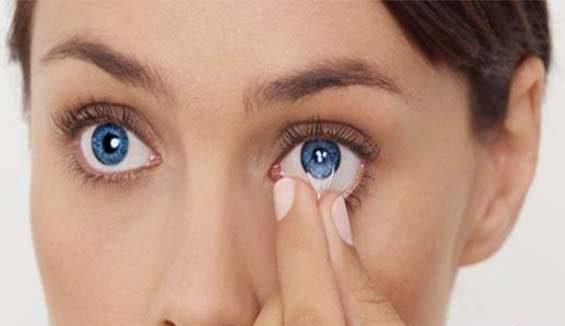 گذاشتن و برداشتن لنز چشم