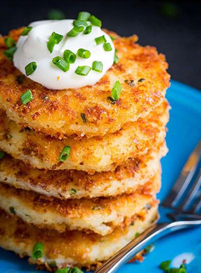 طرز تهیه پنکیک سیب زمینی پنیری با طعمی عالی