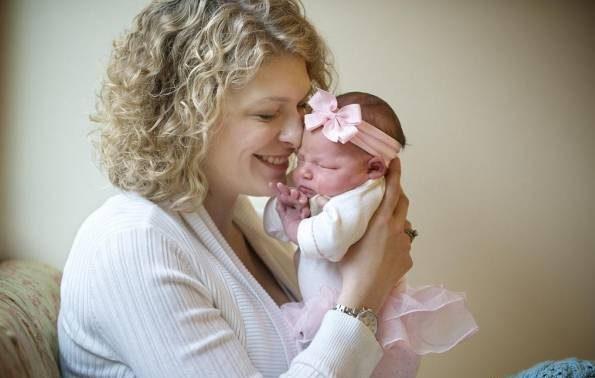 عکس یادگاری با نوزاد