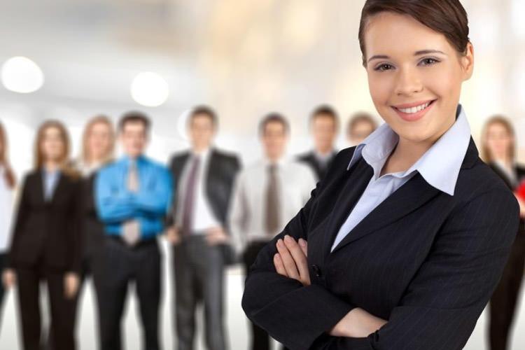 به عنوان یک کارمند زن چطور اعتماد به نفس خود را افزایش دهیم؟
