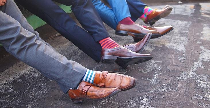 happy socks for men 6 لباس ضروری برای داشتن بهترین استایل مردانه روزمره مدل لباس
