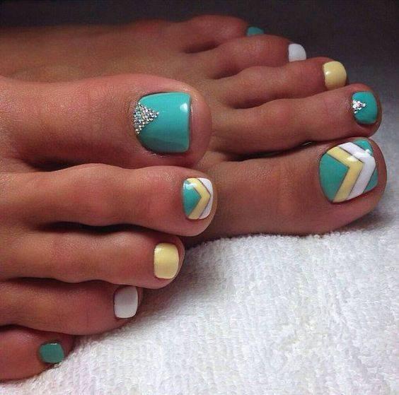 طراحی ناخن پا