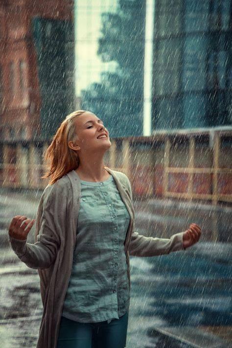 ژست عکاسی زیر باران {hendevaneh.com}{سایتهندوانه} - Zhest Akasi 8 - ژست عکاسی زیر باران با چتر و یا بدون چتر عکس های هنری زیبای بارانی
