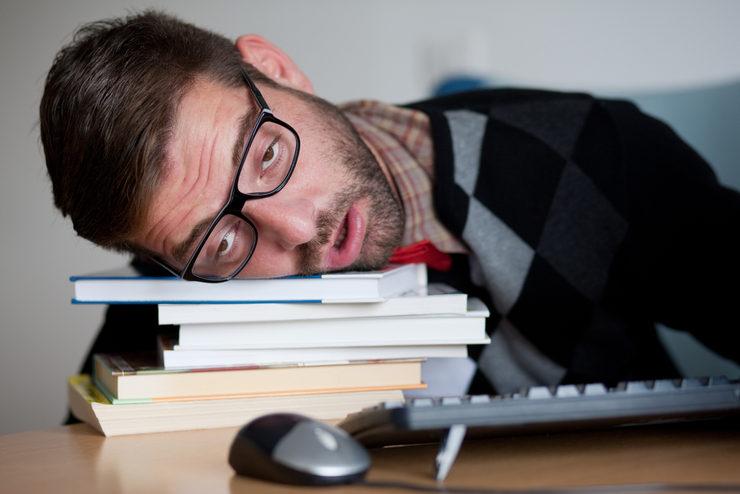 بیدار ماندن در شب امتحان
