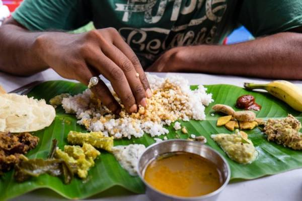 غذا خوردن با دست