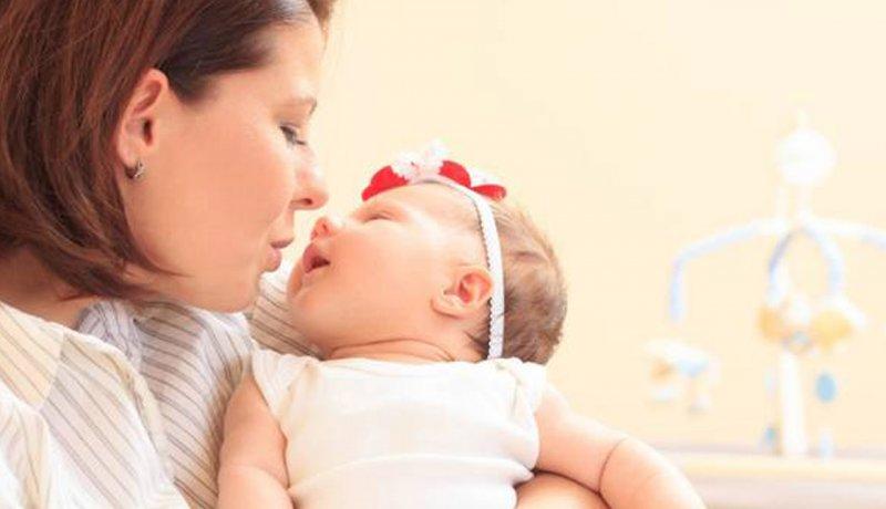 بغل کردن نوزاد