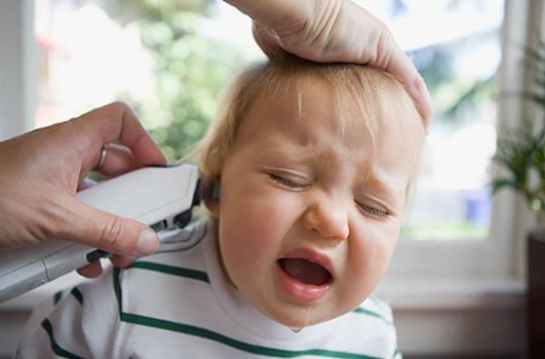 سن مجاز دختر برای سوراخ کردن گوش چه سنی است؟