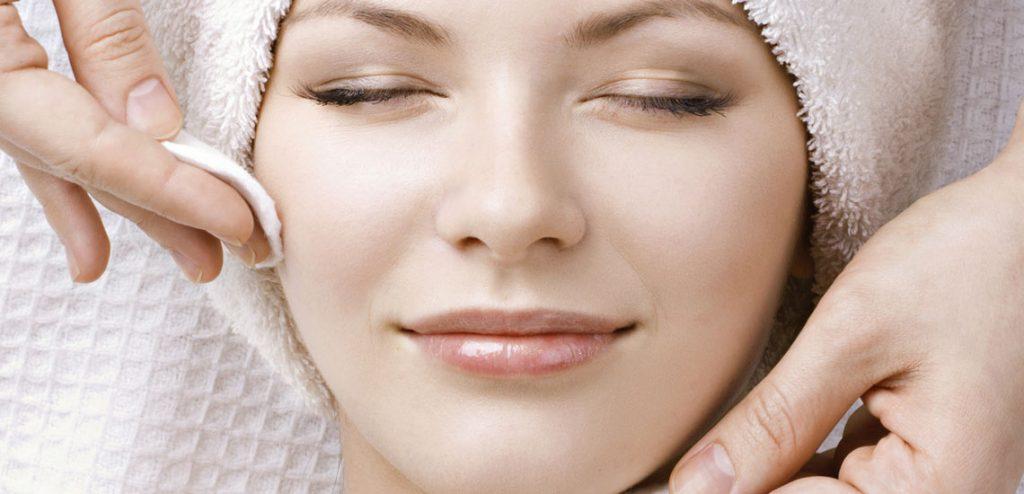 پاکسازی صورت با بخور