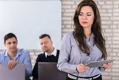 مزاحمت های جنسی در محل کار برای زنان؛ خانم ها هوشیار باشید