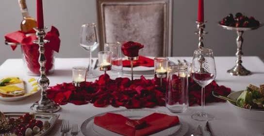 مدل های تزیین میز سالگرد ازدواج با ایده های رمانتیک و عاشقانه