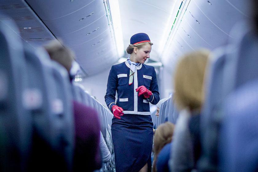 درخواست از مهماندار هواپیما