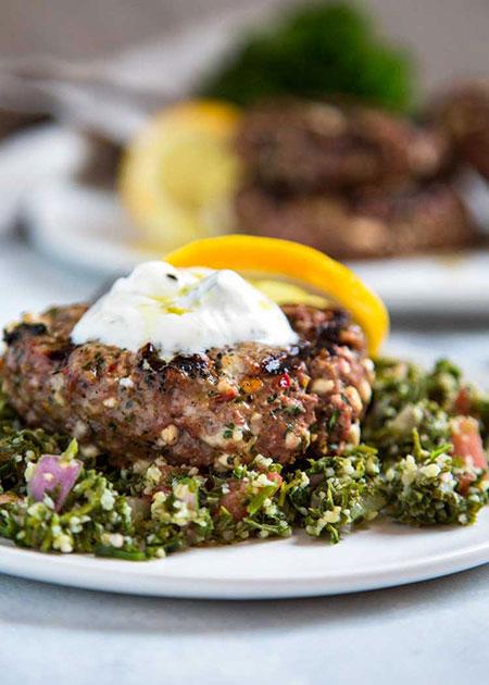 Photo of آموزش طرز تهیه برگر بره کبابی با سبزیجات معطر و پنیر خوشمزه