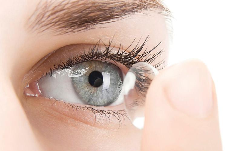 چطور از لنز استفاده کنیم + نحوه گذاشتن لنز و برداشتن آن برای افراد مبتدی