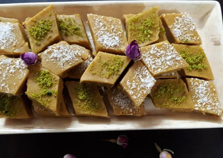 طرز تهیه حلوای آرد نخودچی یکی از انواع خوشمزه حلوا در منزل