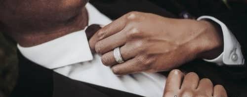 ژست عکس با حلقه برای عروس و داماد + ایده های عاشقانه و زیبا برای عکس گرفتن