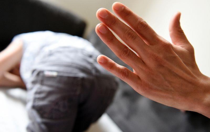باید و نباید تنبیه کودک + نحوه برخورد با کودک در جمع