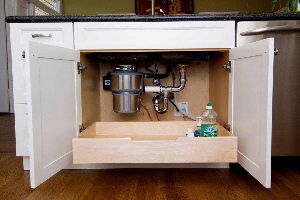 چیدمان کابینت زیر سینک ظرفشویی حرفه ای