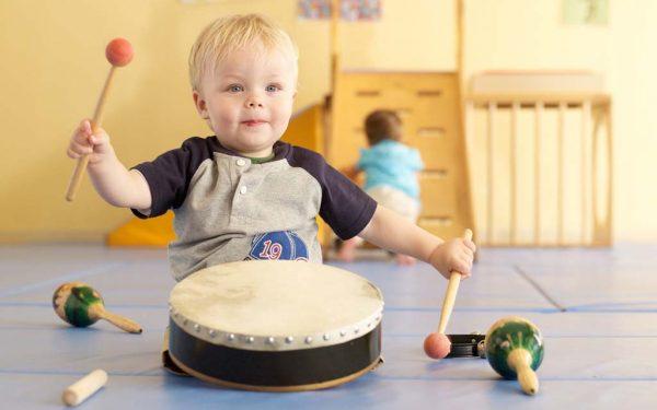 Photo of فواید موسیقی برای کودک + آثار مثبت گوش دادن به آهنگ برای رشد مغز و ذهن کودک