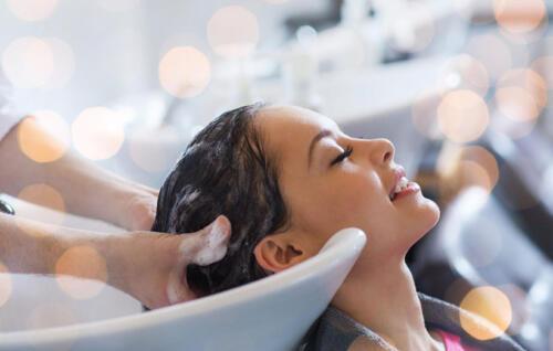 نحوه صحیح شستن مو به منظور حفظ زیبایی مو و تقویت موها