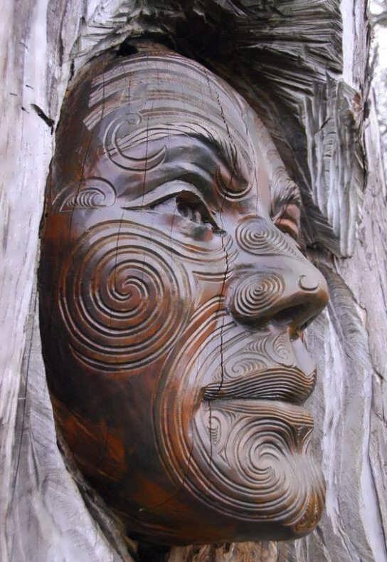 حکاکی و کنده کاری روی چوب