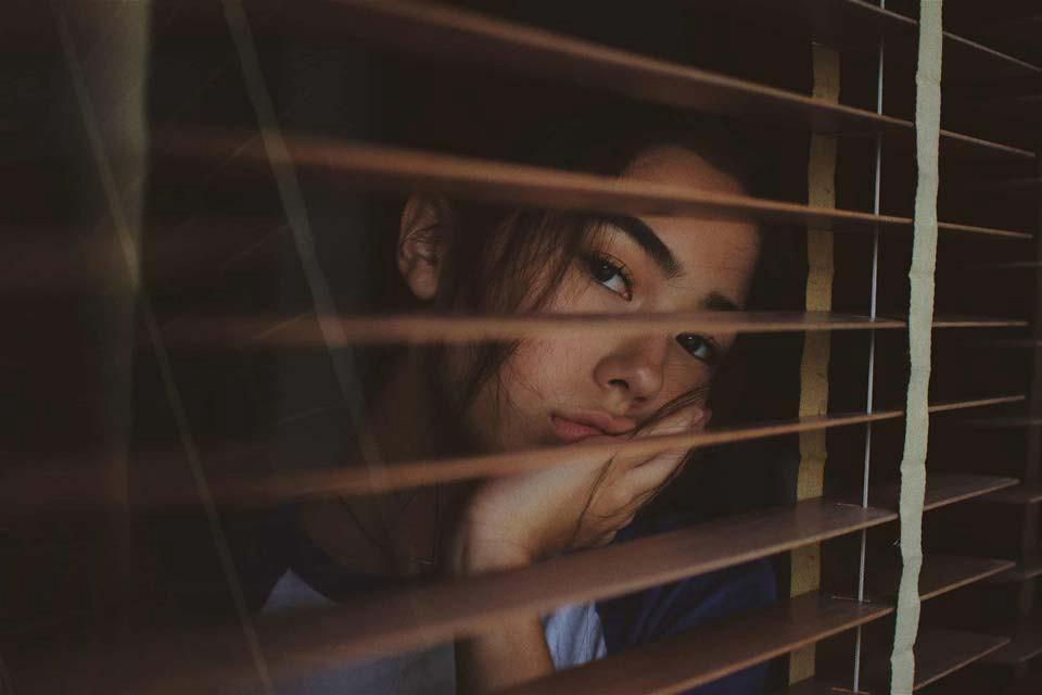 گیر افتادن عاطفی یعنی چه و چه درمانی دارد؟