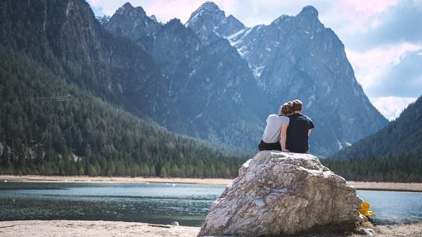 عکس دونفره عاشقانه در طبیعت