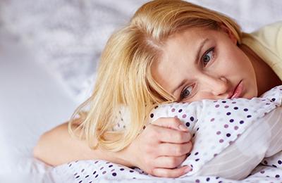 دلیل افسردگی صبحگاهی چیست، چه نشانه هایی دارد و چگونه درمان می شود؟