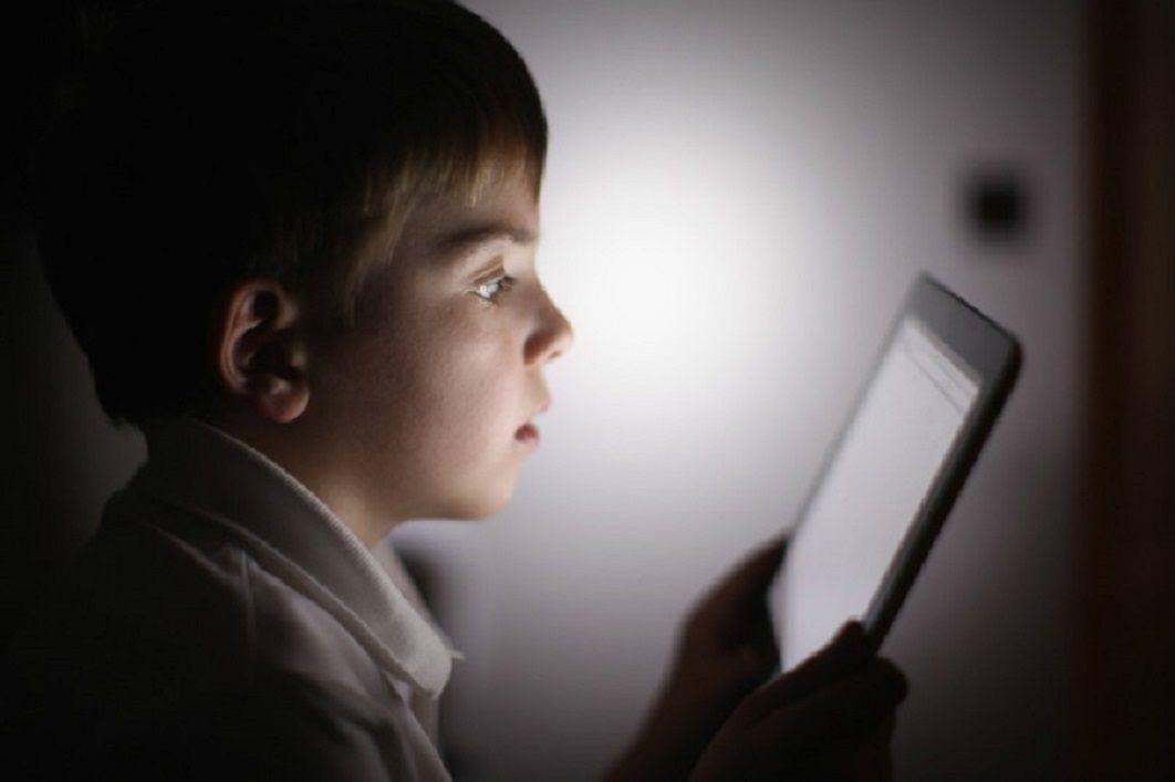 خطرات اینترنت برای کودکان و شناخت عوارض استفاده زیاد از فضای مجازی